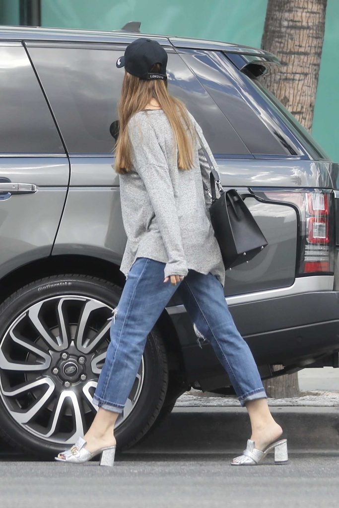 Sofia Vergara Stops by ABC Pharmacy in Beverly Hills-5