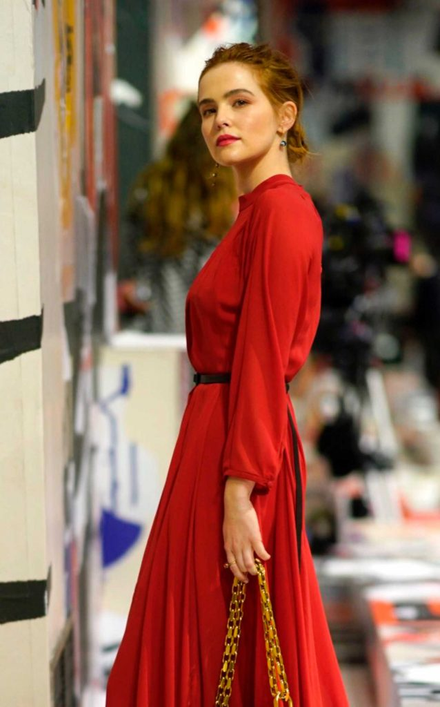 Zoey Deutch Attends the Christian Dior Show During Paris Fashion Week in Paris-4