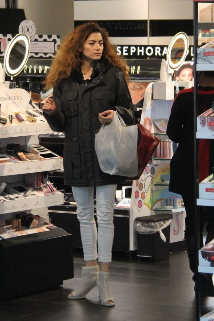 Blanca Blanco Goes Shopping in Beverly Hills-1