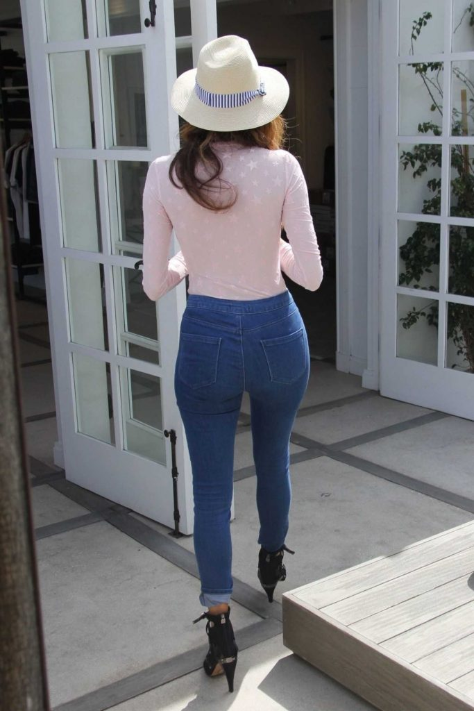 Blanca Blanco Wears a Tight Jeans Out in Malibu-4
