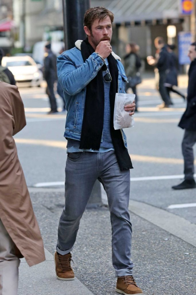 Chris Hemsworth Was Spotted Out in Vancouver-1