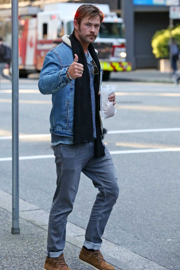 Chris Hemsworth Was Spotted Out in Vancouver-2