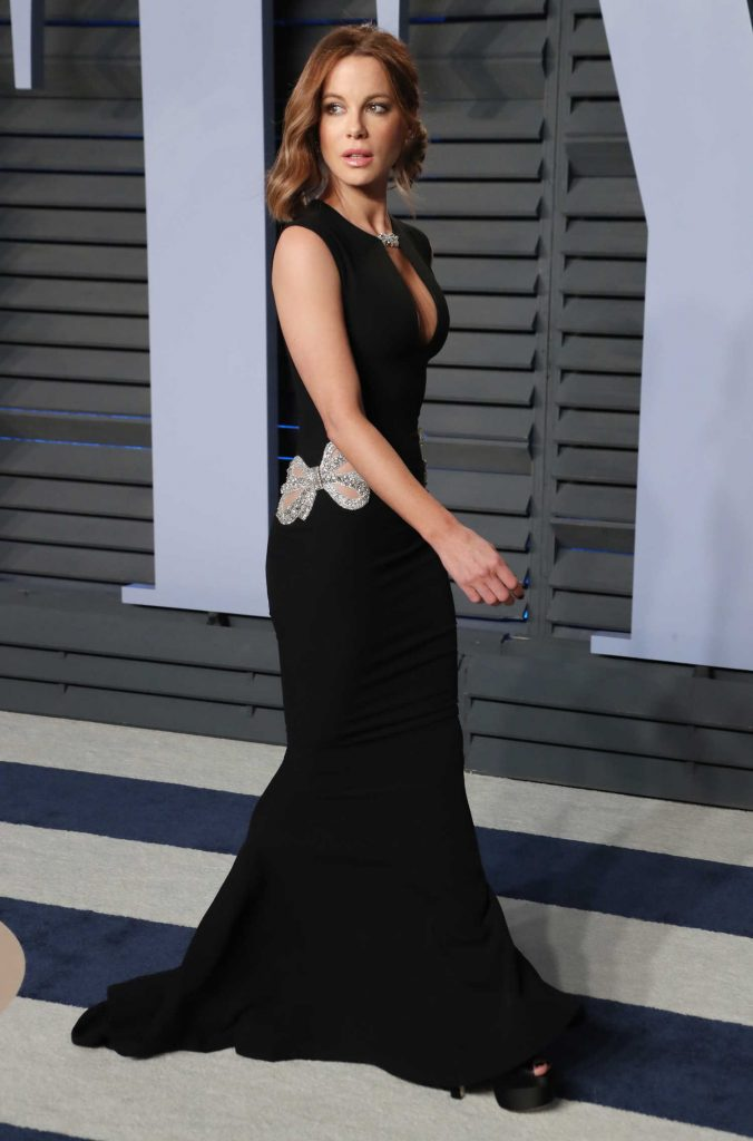 Kate Beckinsale at 2018 Vanity Fair Oscar Party in Beverly ... Halle Berry