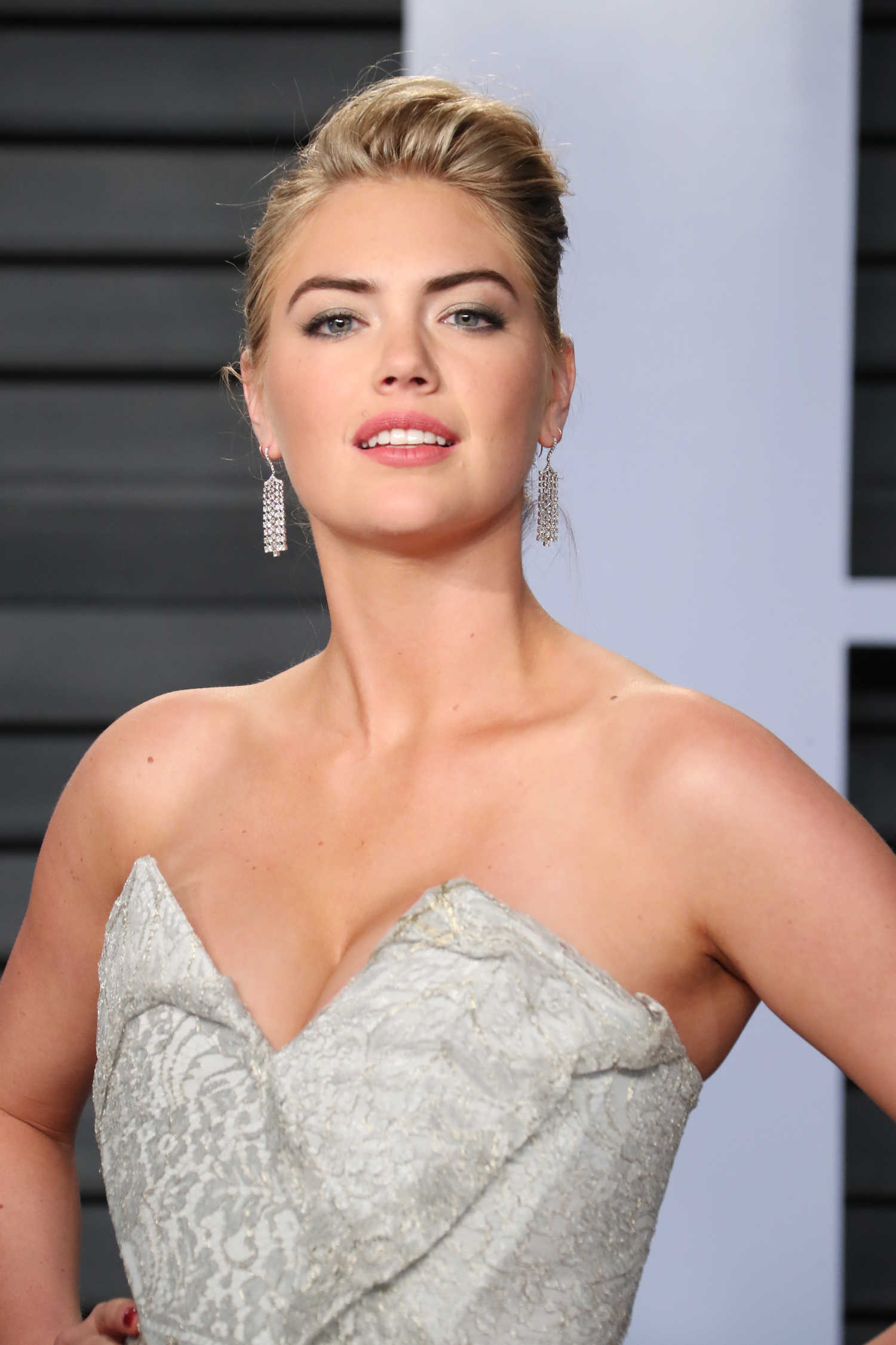 Kate Upton at 2018 Vanity Fair Oscar Party in Beverly ...