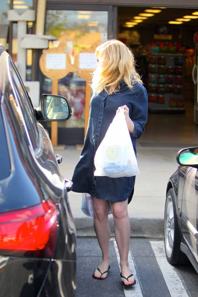 Kirsten Dunst Was Seen Out in Beverly Hills-5