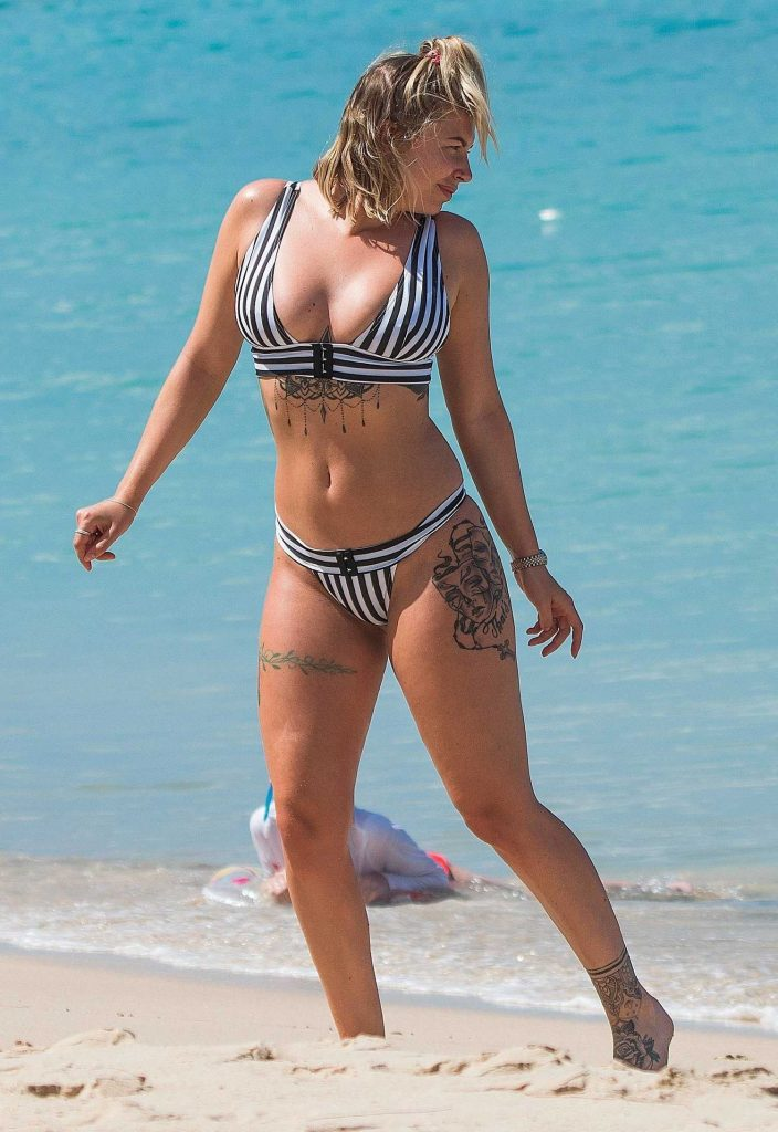 Olivia Buckland Wears a Striped Bikini on the Beach in Barbados-2