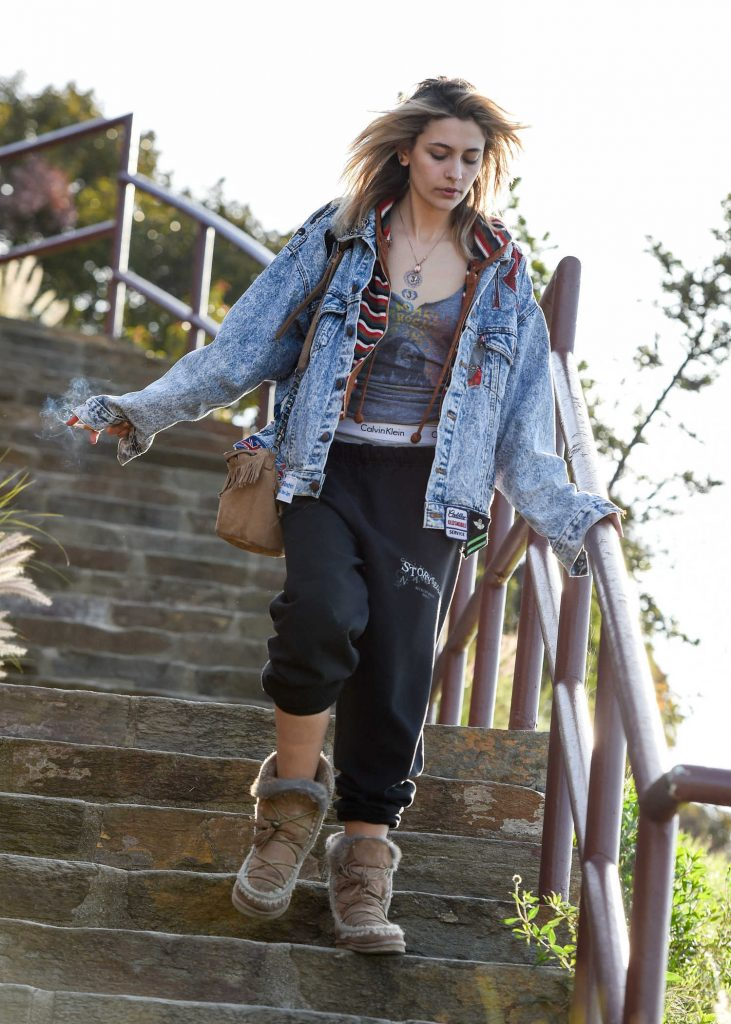 Paris Jackson Leaves the Mulholland Overlook Above the Hollywood Bowl in LA-1