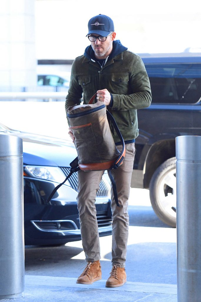 Ryan Reynolds Arrives at JFK Airport in New York City-1