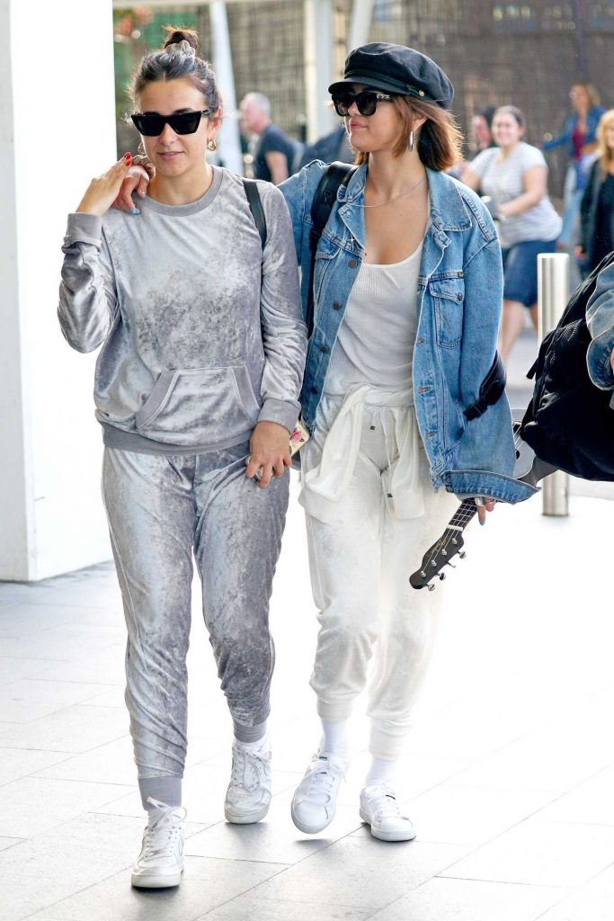 Selena Gomez Arrives at Sydney Airport-2