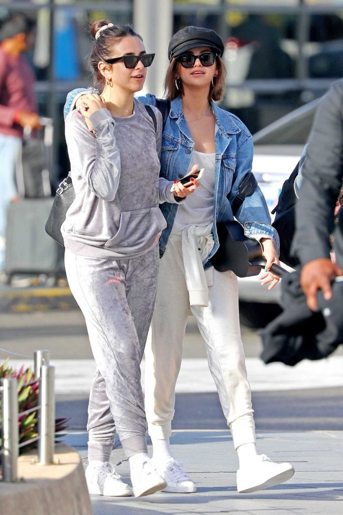 Selena Gomez Arrives at Sydney Airport-3
