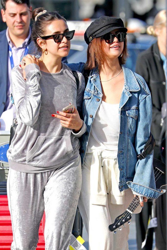 Selena Gomez Arrives at Sydney Airport-5