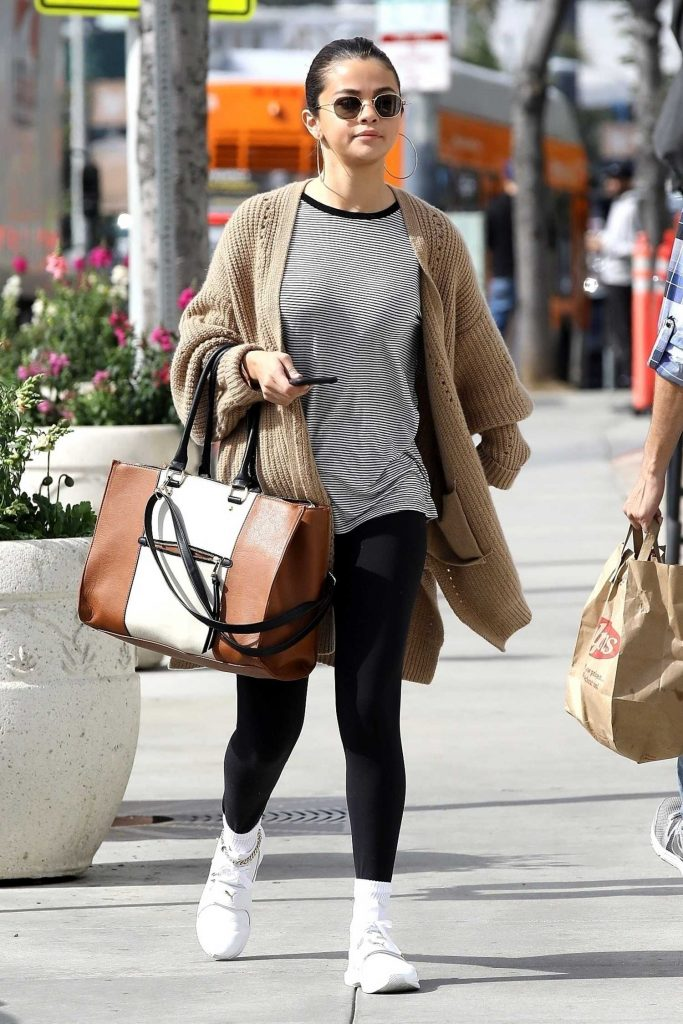 Selena Gomez Grabs a Late Breakfast in Hollywood-1