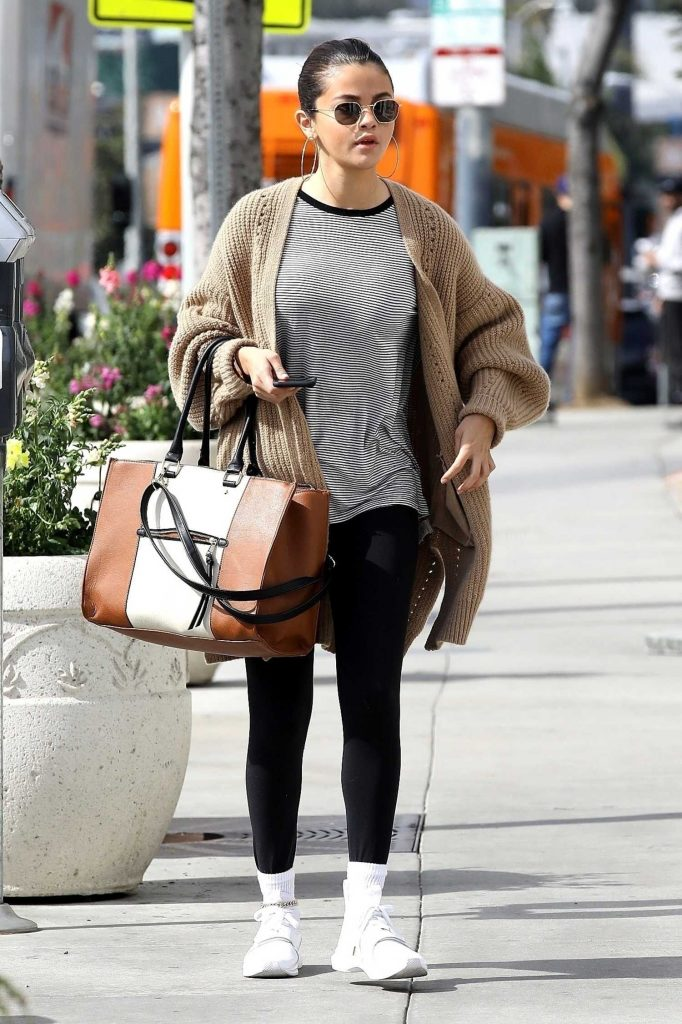 Selena Gomez Grabs a Late Breakfast in Hollywood-2