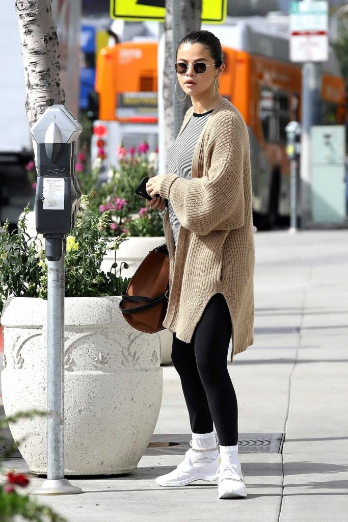 Selena Gomez Grabs a Late Breakfast in Hollywood-4
