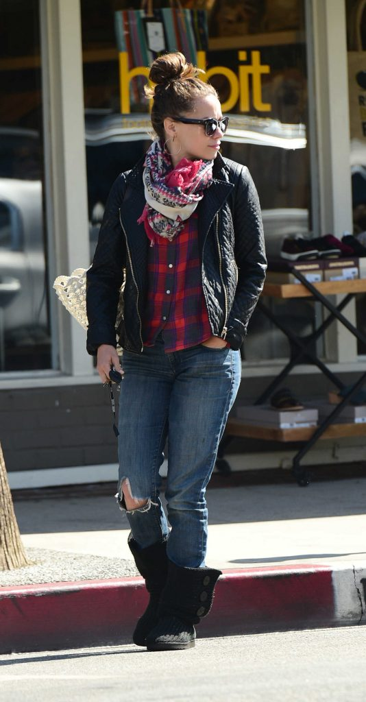 Bethany Joy Lenz Was Seen Out in Los Angeles-3