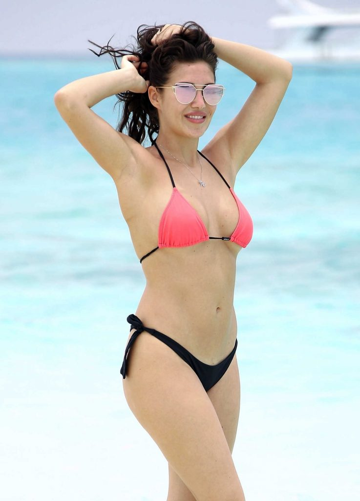 Chloe Goodman Wears a Pink and Black Bikini on the Beach in Dubai-5