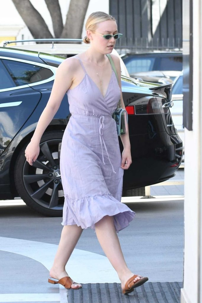 Dakota Fanning Goes Shopping Out in LA-5