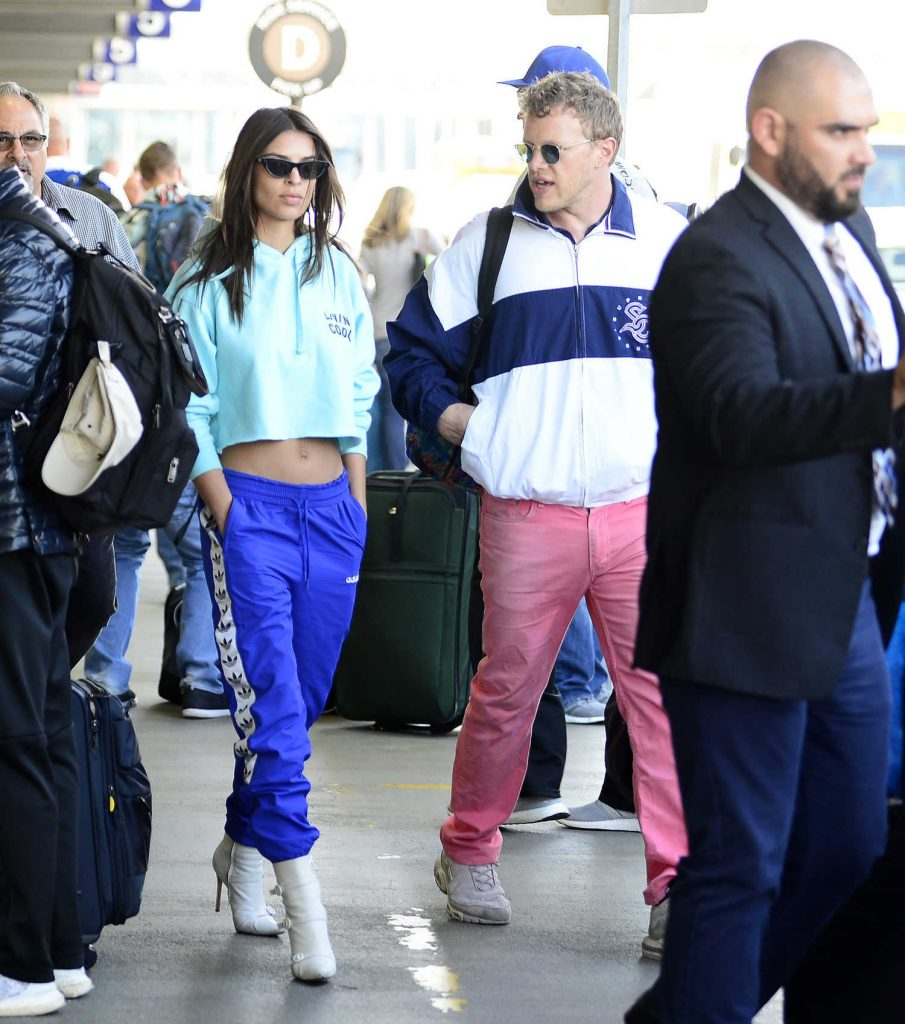 Emily Ratajkowski Arrives in Los Angeles with Her Husband-2