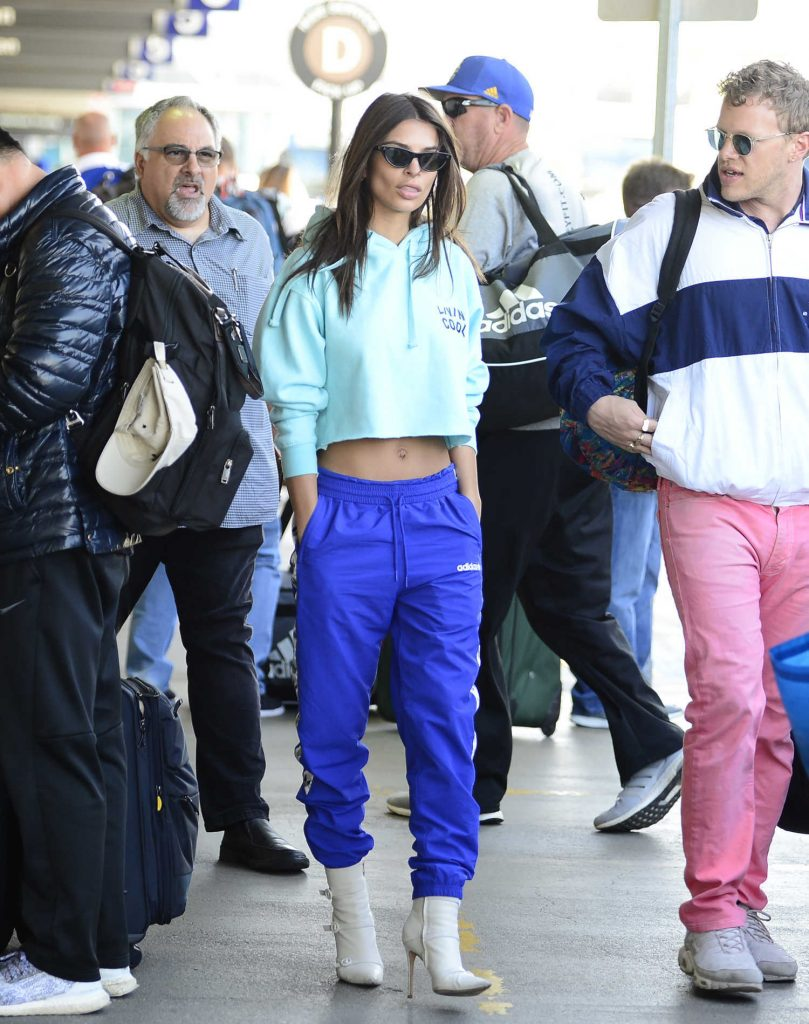 Emily Ratajkowski Arrives in Los Angeles with Her Husband-3