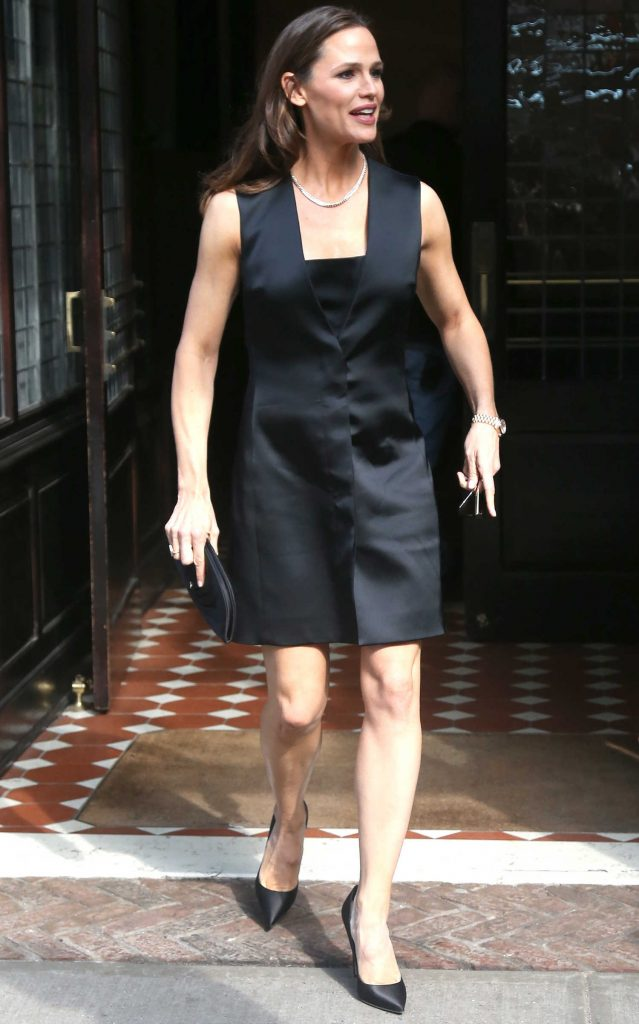 Jennifer Garner Leaves Her Tribeca Hotel in New York City-1