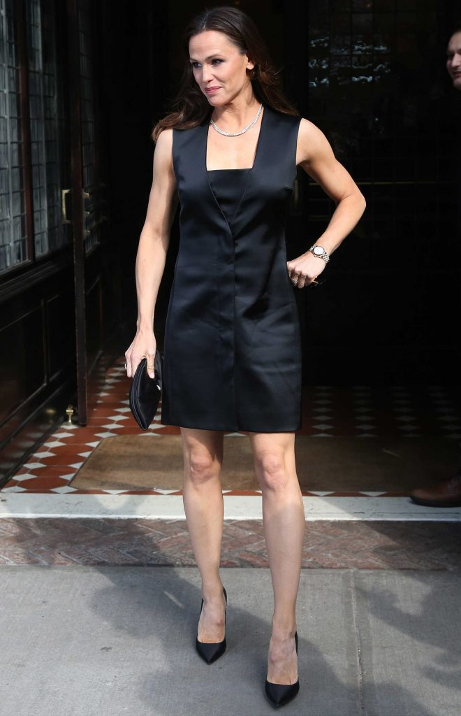 Jennifer Garner Leaves Her Tribeca Hotel in New York City-2