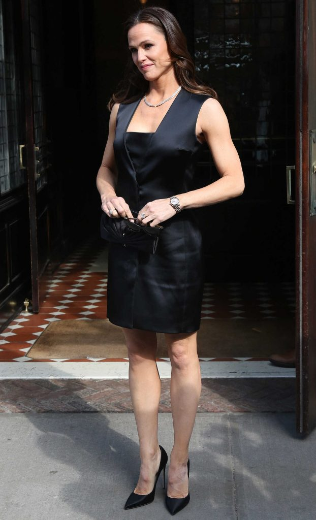 Jennifer Garner Leaves Her Tribeca Hotel in New York City-3