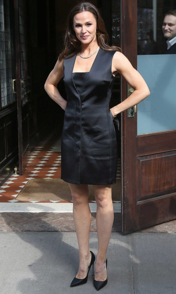 Jennifer Garner Leaves Her Tribeca Hotel in New York City-4