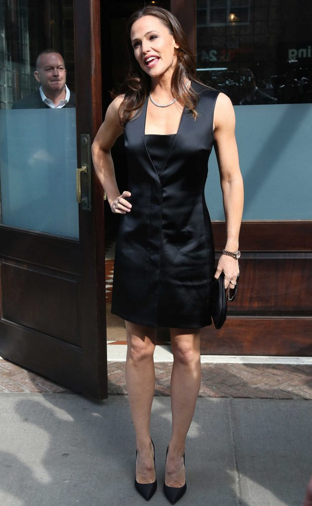 Jennifer Garner Leaves Her Tribeca Hotel in New York City-5