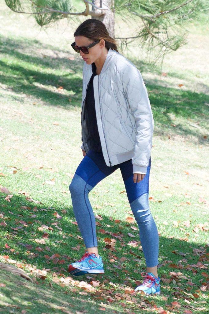 Jennifer Garner Wears a Tracksuit Out in Brentwood-2