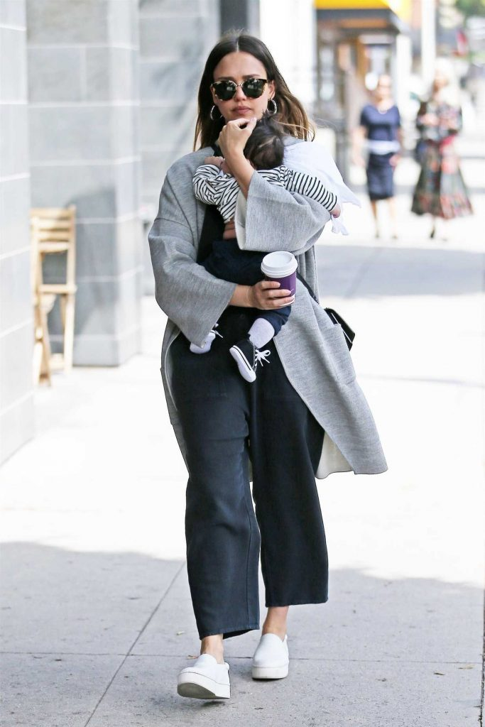 Jessica Alba Goes Shopping in Los Angeles with Her Baby Boy-1