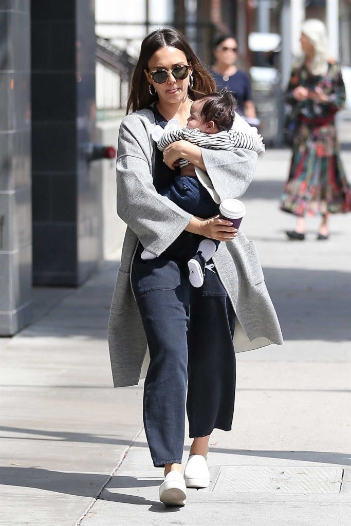 Jessica Alba Goes Shopping in Los Angeles with Her Baby Boy-2