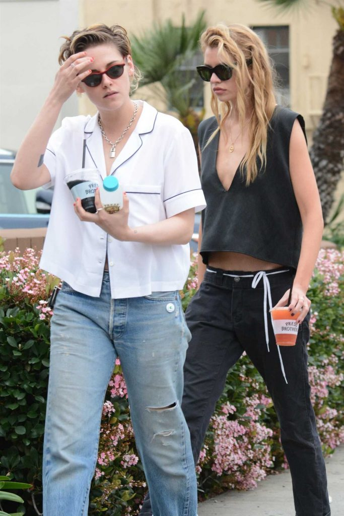 Kristen Stewart Goes Shopping with Stella Maxwell in Los Feliz-4