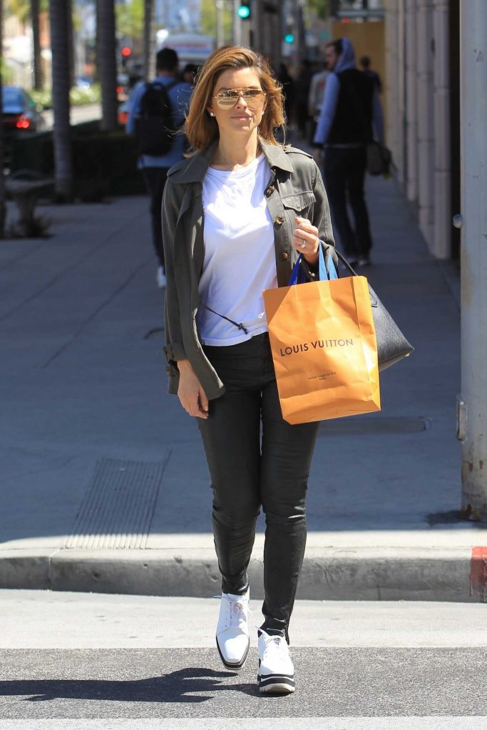 Maria Menounos Goes Shopping in Beverly Hills-1