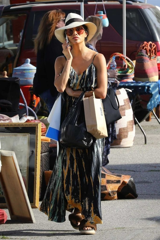 Nicole Scherzinger Stops by Melrose Trading Post in West Hollywood-2