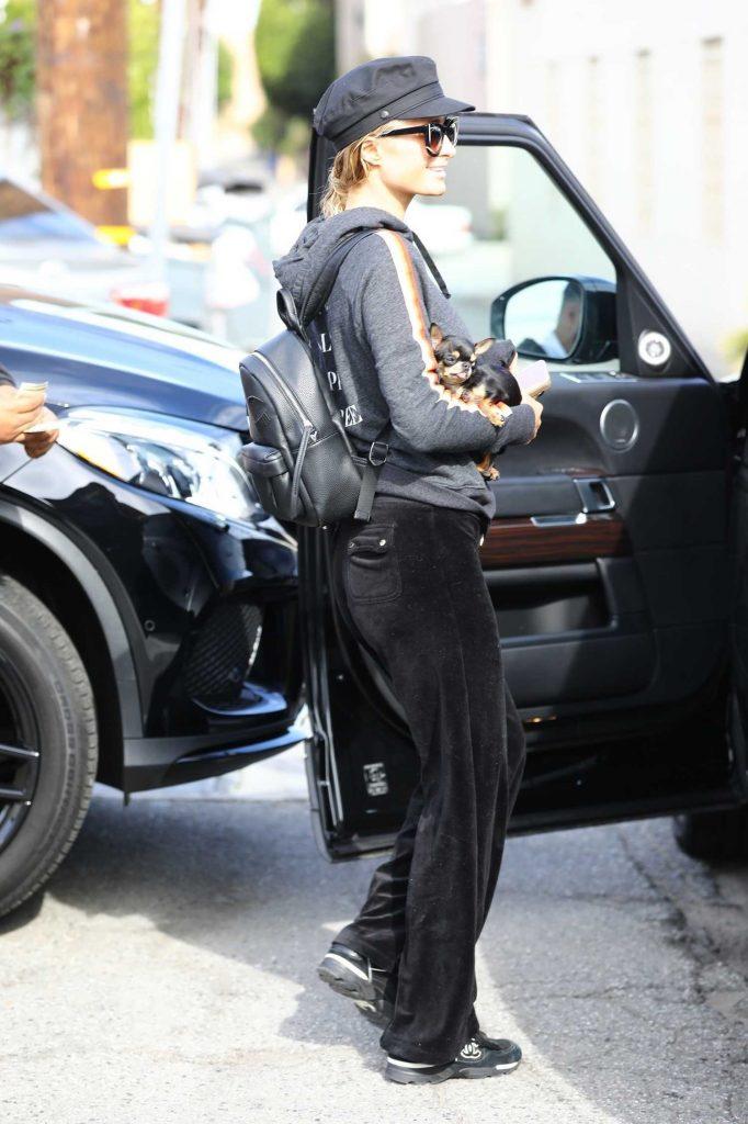 Paris Hilton Steps Out in Los Angeles-3