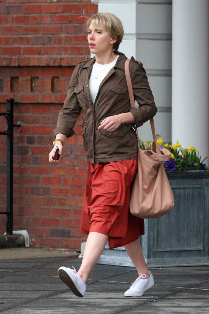 Scarlett Johanssonon on the Set of Untitled Noah Baumbach Project in Park Slope in Brooklyn-2