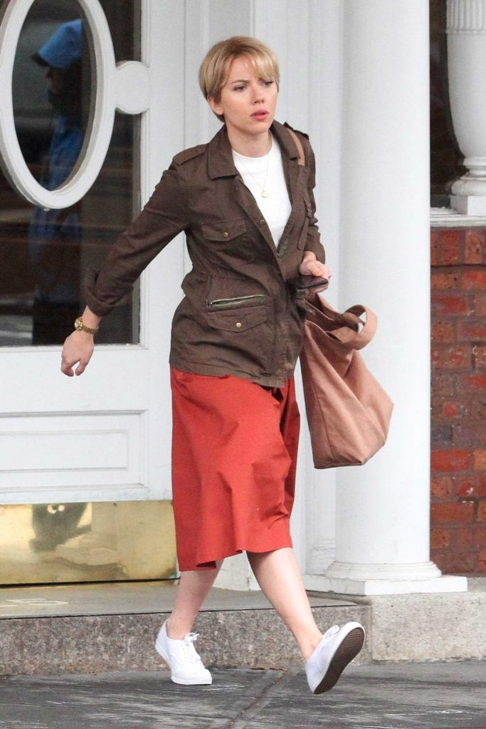 Scarlett Johanssonon on the Set of Untitled Noah Baumbach Project in Park Slope in Brooklyn-3