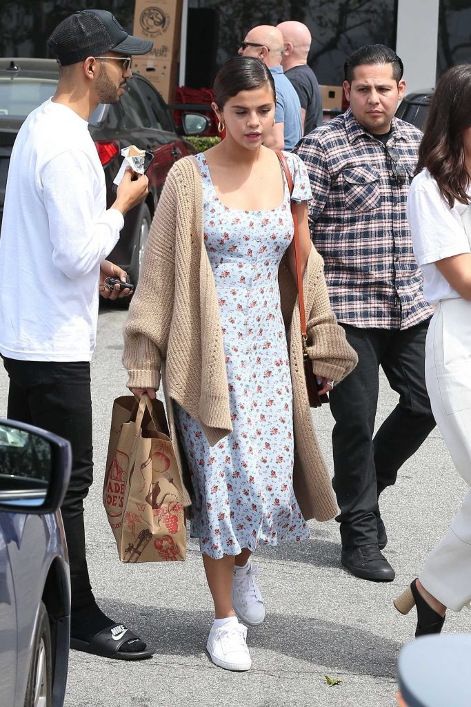 Selena Gomez Goes Shopping in Los Angeles-3