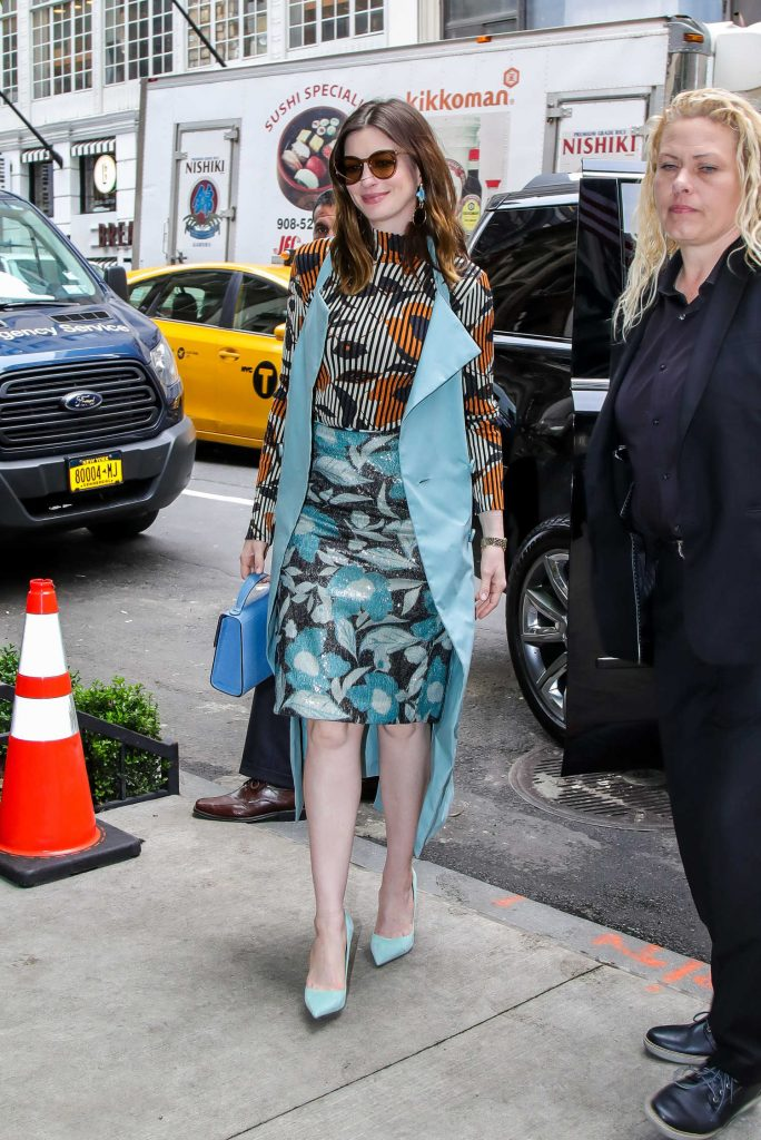Anne Hathaway Arrives at Her Manhattan Hotel-1