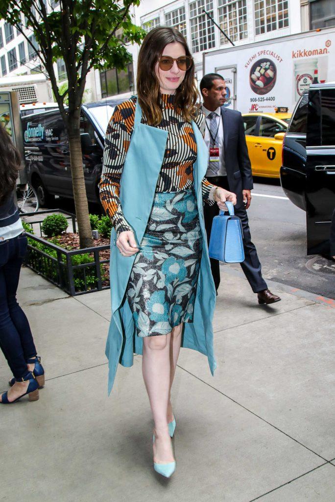 Anne Hathaway Arrives at Her Manhattan Hotel-4