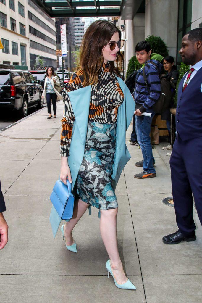 Anne Hathaway Arrives at Her Manhattan Hotel-5