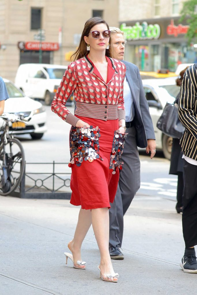 Anne Hathaway Promotes Ocean's 8 in New York City-4