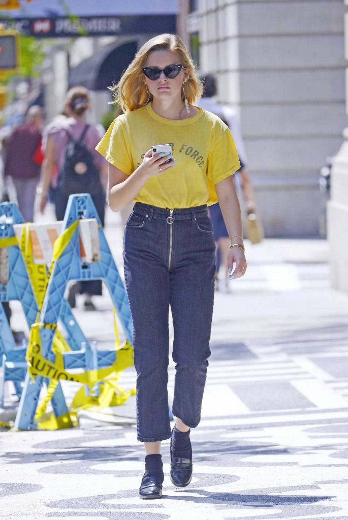 Ava Phillippe Was Seen Out on a Stroll in New York City-1
