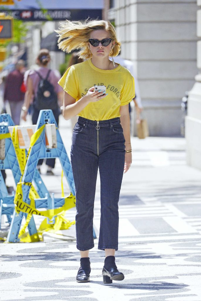 Ava Phillippe Was Seen Out on a Stroll in New York City-2