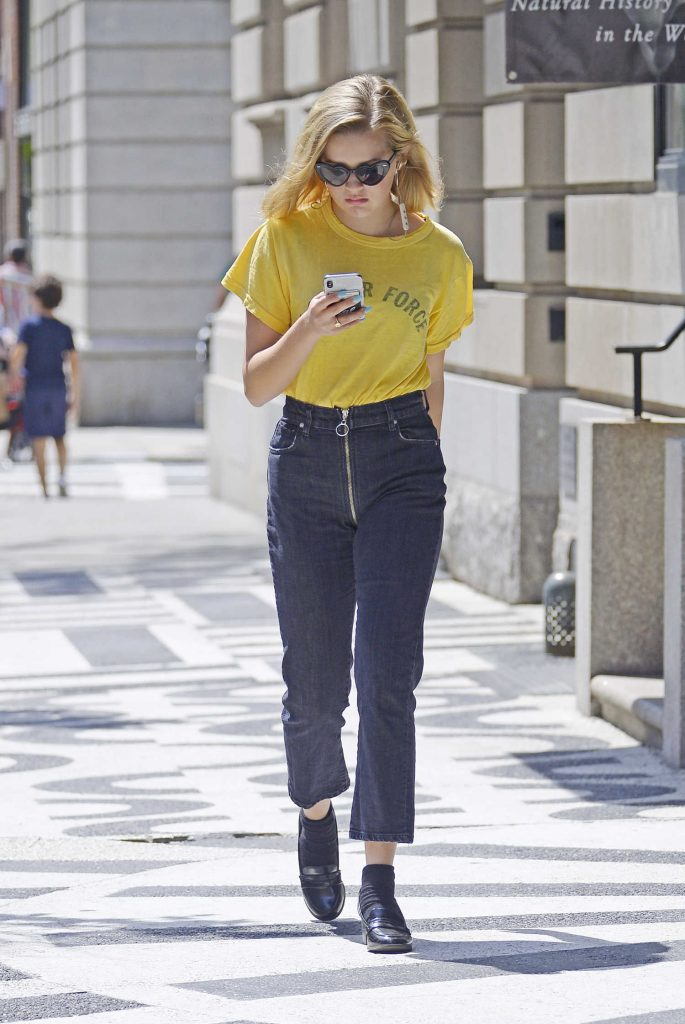 Ava Phillippe Was Seen Out on a Stroll in New York City-3