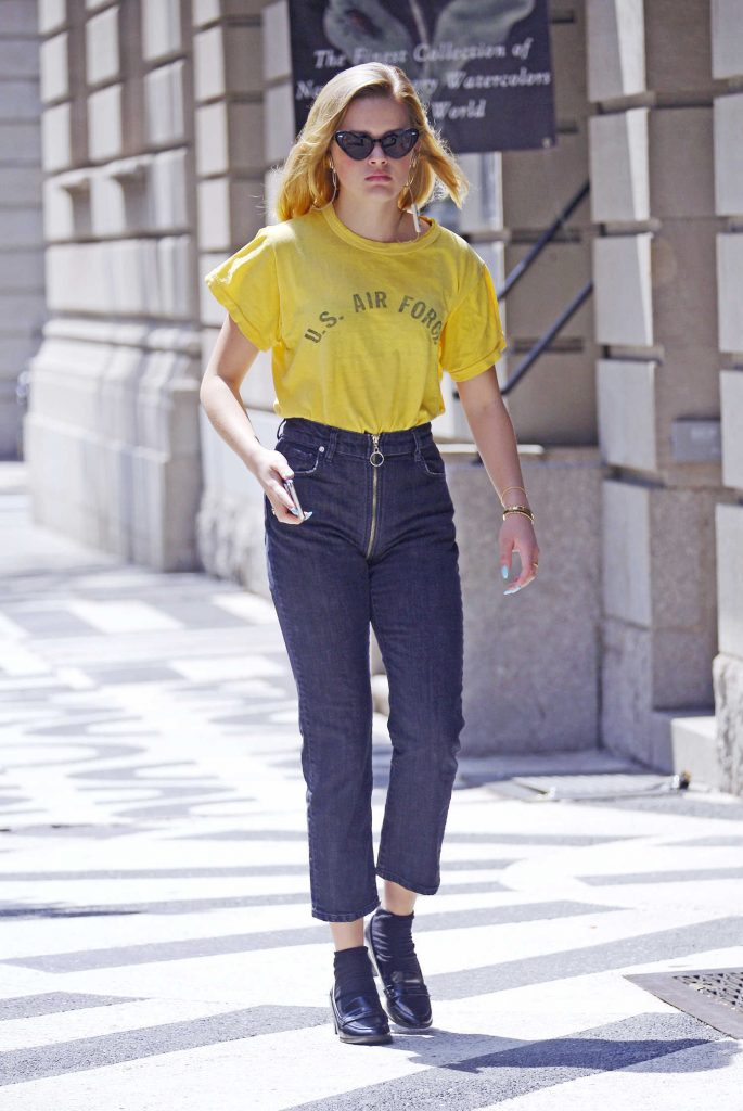 Ava Phillippe Was Seen Out on a Stroll in New York City-4
