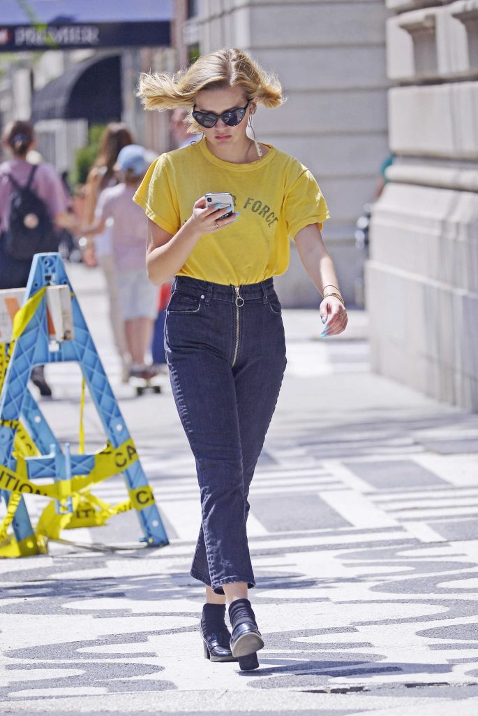 Ava Phillippe Was Seen Out on a Stroll in New York City-5