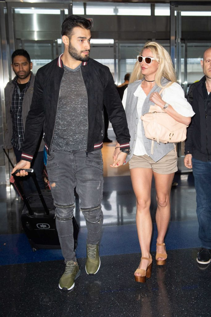 Britney Spears Was Spotted at JFK Airport in NYC-3