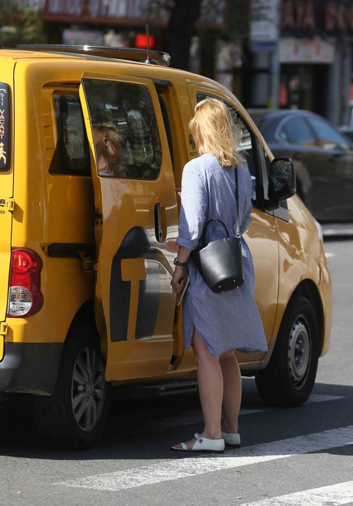 Claire Danes Takes a Cab in New York City-3