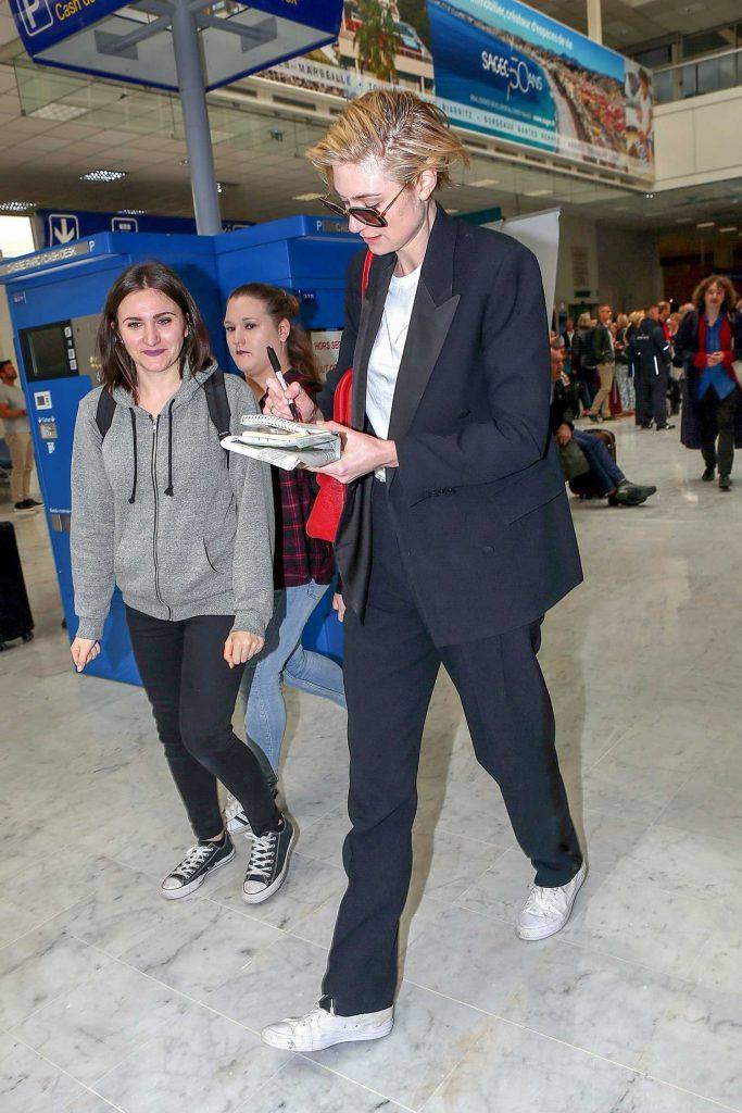 Elizabeth Debicki Arrives at Nice Cote d'Azur Airport in Nice-4
